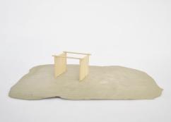 S/T. Serie Arquitecturas alternativas, 2016. Madera sobre base de cemento 6 x 31 x 21 cm.