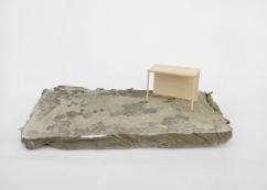 S/T. Serie Arquitecturas alternativas, 2016 Madera de balsa sobre base de cemento y mortero 6 x 23 x 13 cm.